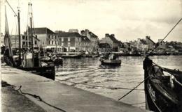 Cpsm Petit Format SAINT VAAST LA HOUGUE  Les Quais Et Le Port Bateaux De Peche RV - Saint Vaast La Hougue