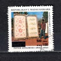 MADAGASCAR N° 1681AB  SURCHARGE LOCALE OBLITERE   COTE  ? €   PAPIER   VOIR DESCRIPTION - Madagascar (1960-...)