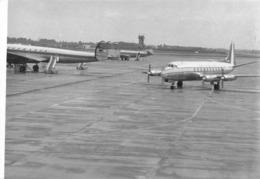 "08791 ""AEROP. LINATE I-LIRC VICKERS VISC. V.745D ALITALIA E D-ALOP LOCKEED L-1049 S. CONST. C/N 4605 LUFTH."" FOTO ORIG. - Aviazione"