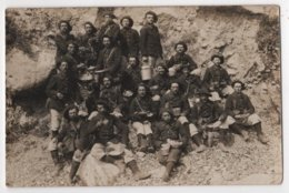 Carte Photo Militaria Soldats  Chasseurs Alpins Du 24ème Le Repas - Régiments