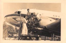 "08803 ""AEROP. ASMARA ERITREA - MANUTENZIONE MOTORI SU BIMOTORE DI LINEA"" ANIMATA FOTO ORIG. - Aviazione"