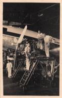 "08804 ""AEROP. ASMARA ERITREA - MANUTENZIONE MOTORI SU BIMOTORE DI LINEA, IN HANGAR"" ANIMATA FOTO ORIG. - Aviazione"