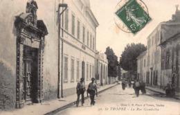 CPA Saint-Tropez - La Rue Gambetta - Saint-Tropez