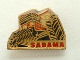 Pin's TRACTEUR - SADAMA - Pins