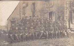 AK Foto Gruppe Deutsche Soldaten - Im Felde - 1917 (45196) - War 1914-18