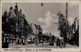 ! Alte Ansichtskarte Berlin Friedrichshagen, Rathaus, Friedrichstraße, Straßenbahn, Tram, 1944 - Allemagne