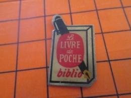 1119 Pin's Pins : BEAU ET RARE : Thème MEDIAS / LIVRE DE POCHE BIBLIO STYLO - Medios De Comunicación