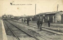 ROISEL  Aptès La Guerre La Gare Train Chef De Gare RV - Roisel