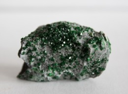 Uvarovite Crystals On Chromite Matrix. Russia - Minerali