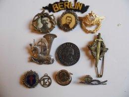 Lot De 11 Médailles Et Insignes Diverses, à Identifier - Medals