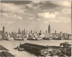 4KSKS 916 VIEW OF NEW YORK'S SKYLINE (JUMPO POST CARD 23 X 18 Cm) - New York City