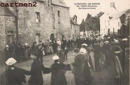 BERRIC UNE NOCE AU BOURG ACCORDÉON BRETAGNE LES BRETONS FOLKLORE DANSE 56 - France