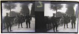 Guerre 1914 1918 : Convoi Sur La Route. Plaque De Verre Stéréoscopique. Négatif - Diapositivas De Vidrio