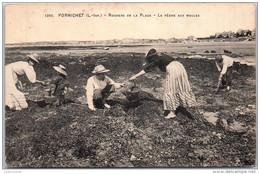 44 PORNICHET - Dans Les Rochers, La Pêche Aux Moules - Pornichet