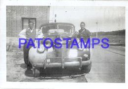 124588 AUTOMOBILE OLD CAR AUTO SEDAN AND MAN'S 9 X 6 CM PHOTO NO POSTAL POSTCARD - Ansichtskarten
