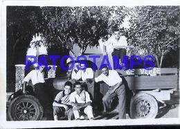 124589 AUTOMOBILE OLD CAR CAMION TRUCK AND MAN'S 8.5 X 6 CM PHOTO NO POSTAL POSTCARD - Ansichtskarten
