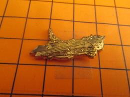 610e Pin's Pins / Beau Et Rare / Thème BATEAUX / PORTE AVION METAL JAUNE  CHARLES DE GAULLE ? - Armee
