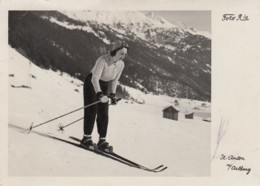 Skiläuferin In Zeitgemäßer Kleidung Und Haltung In St.Anton Am Arlberg, Um 1935 - Postcards