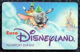 EURO DISNEYLAND - PASSEPORT ENFANT Dumbo L'éléphant Et Dingo - Disney