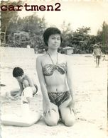 EROTISME FEMME NU SUR LA PLAGE MAILLOT DE BAIN EROTICISM VIETNAM INDOCHINE - Asians