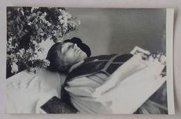 Post-mortem Dead Priest In The Coffin Casket Funeral Prêtre Mort Dans Le Cercueil Funérailles Poland Pologne 50's 2 - Personas Anónimos