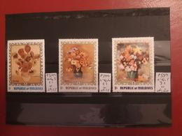 Maldives - Tableaux De Fleurs - 3 X Neufs ; Côte / 8 - Maldive (1965-...)