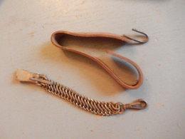 2 Suspentes Pour Sabre 1882 Une Métal Une Cuir - Armes Blanches