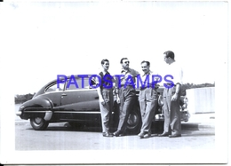 124623 AUTOMOBILE OLD CAR AUTO COUPE AND FOUR MAN IN US PHOTO NO POSTAL POSTCARD - Ansichtskarten