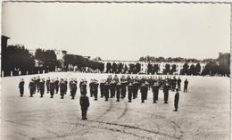 Moselle : SARREBOURG : La  Cour D Ela  Caserne , 37 R I  1964 , Soldats - Sarrebourg