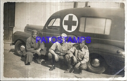 124651 AUTOMOBILE OLD CAR AUTO CRUZ ROJA AMBULACIA AND MAN'S BREAK PHOTO NO POSTAL POSTCARD - Postcards