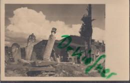 TÜRKEI  ISTANBUL (Konstantinopel), Friedhofsstelen Vor Häusergruppe, Foto Um 1930 - Turquie