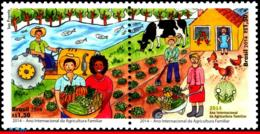 Ref. BR-3276 BRAZIL 2014 AGRICULTURE, INTL YEAR OF FAMILY, FARMING, OX, PLANTS, FISH, SET MNH 2V Sc# 3276 - Brasilien