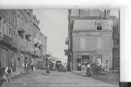 VILLERS SUR MERN 423   PLACE DU BOURG   BOULANGERIE PERSONNAGES RESTAURANT  TIRAGE 1900  DEPT 14 - Villers Sur Mer