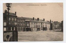 - CPA LE CHESNE (08) - Place Du Pont (PHARMACIE - LE FAMILISTERE DU NORD-EST) - Edition Vuibert N° 31 - - Le Chesne