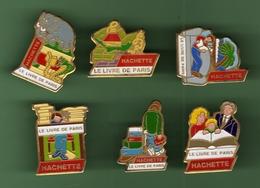 HACHETTE *** LE LIVRE DE PARIS *** Lot De 6 Pin's Differents *** 2012 (80-2) - Medios De Comunicación