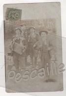MILITARIA - CARTE PHOTO DE CONSCRITS - ACCORDEON - EXPEDIEE DE ORLY ? VERS BRAZEY EN PLAINE EN 1905 ?? - Personnages