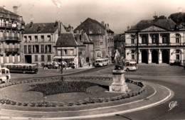 CPSM - SEDAN - PLACE TURENNE HÔTEL De VILLE - Editions C.A.P.Paris - Sedan