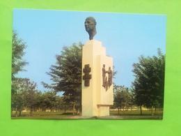 SQUARE CHARLES DE GAULLE À BRAZZAVILLE RÉPUBLIQUE POPULAIRE DU CONGO + ASSEMBLÉE 2 CARTES POSTALES ANNÉE 1984 - Brazzaville