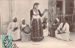 (RARE) CPA  Egypte Danseuse  (animée)(précurseur)  F653 - Personen