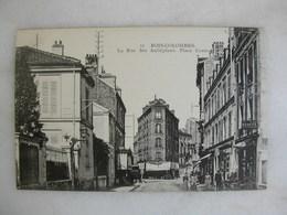 BOIS COLOMBES - La Rue Des Aubépines - Place Centrale (animée) - France