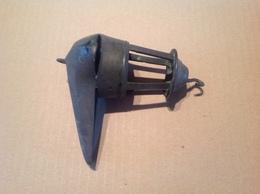 Lot. 1162. Ancienne Lampe à Huile En Cuivre à Un Bec Type Lampe Romaine - Luminaires