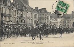DOUAI - 7 Avril 1914 - Arrivée à Douai Du 9e Cuirassiers Sur La Grande Place - Douai