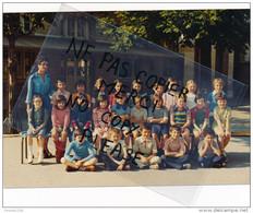 Photo Souple Au Format De 18 X 12,5 Cm MONTLIGNON Photo De Classe D' école Année 1976 ( Recto Verso ) - Places