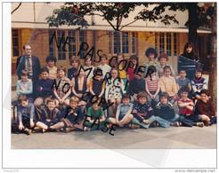 Photo Souple Au Format De 18 X 12,5 Cm MONTLIGNON Photo De Classe D' école Année 1977 ( Recto Verso ) - Places