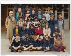 Photo Souple Au Format De 18 X 12,5 Cm MONTLIGNON Photo De Classe D' école Année 1978 ( Recto Verso ) - Places