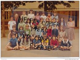 Photo Souple Au Format De 18 X 12,5 Cm MONTLIGNON Photo De Classe D' école Année 1979 ( Recto Verso ) - Places