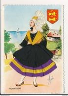 Carte Brodée Illustrateur Elsi  Normandie  ( Costume Folklore )( Format 15 X 10 Cm ) Recto Verso - Brodées