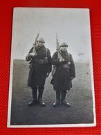 MILITARIA - ARMEE BELGE -  Soldats En Uniforme - Uniformes