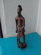 Statuette, Sculpture Africaine En Bois, Pêcheur- Travail Raffiné Et Minutieux - Art Africain