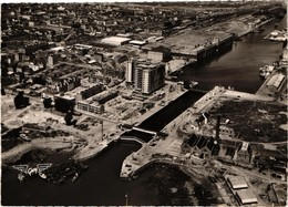 44 .. SAINT NAZAIRE .. LE SAS .. LE BUILDING ET LA BASE SOUS MARINE - Saint Nazaire